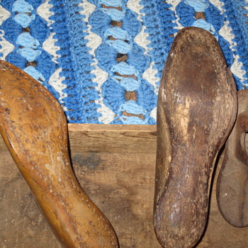 Old shoe forms - Shoes