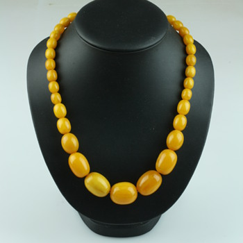 Yellow bakelite trouvailles - Costume Jewelry