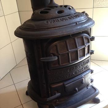 """Parlor Glow"" cast iron wood stove - Kitchen"