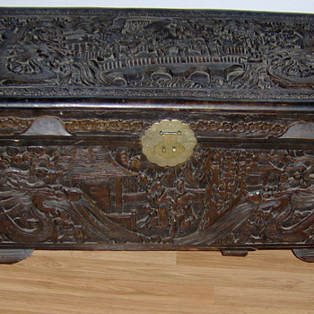 Hand carved trunk - Asian