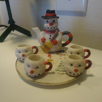SNOWMAN TEA POT WITH 4 LITTLE CUPS AND PLATE