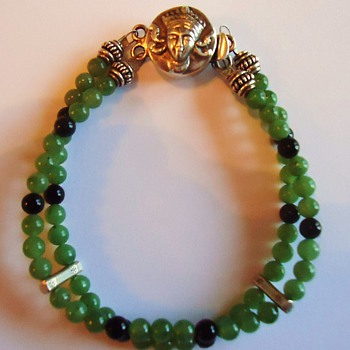 A Buddha? or King of Burma or Thailand or? Jade and onyx beads with pure silver  - Fine Jewelry