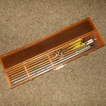 Vintage Archery Arrows Carrying Case - Sporting Goods