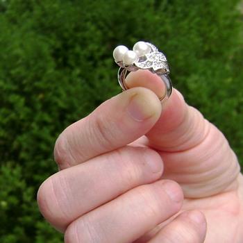 Avon Ring - Evening Splendor - Costume Jewelry