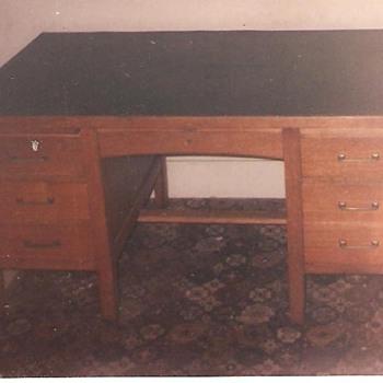 c1924 Solid Oak Gunn Desk w/chair