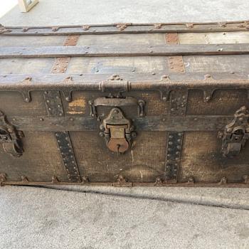 Vtg trunk - Furniture