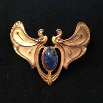 Art Nouveau C-clasp brooch