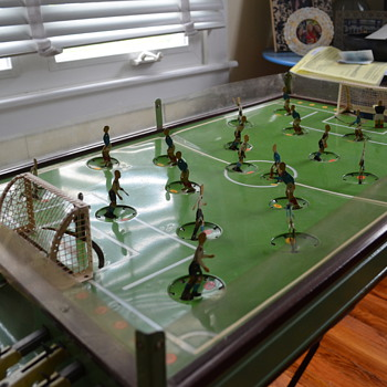 Tin soccer table game - looking for info - Toys