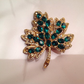 Maple Leaf Brooch - Costume Jewelry