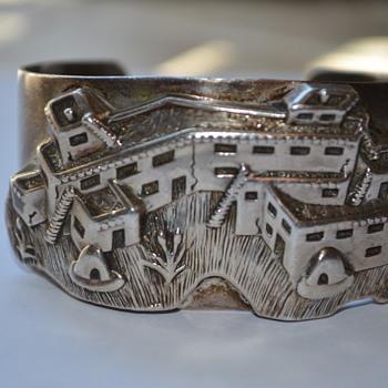 Beautiful Native American bracelet - Fine Jewelry