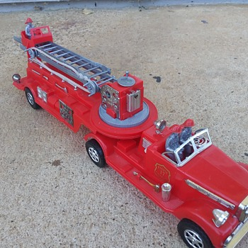 "Deluxe Reading ""The Chief"" Fire Dept. Playset pt.2 - Model Cars"