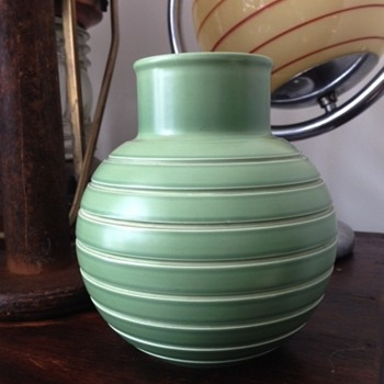 Wedgwood vase ? keith murray vase but not KM stamped.