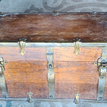 Unknown Vintage wood travel trunk - Furniture