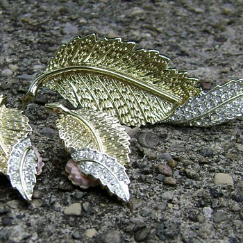 Sarah Coventry Brooch and Earrings - Fashion Leaf - Costume Jewelry