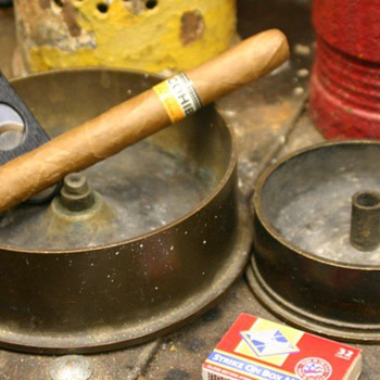 Artillery shell ashtrays - Military and Wartime