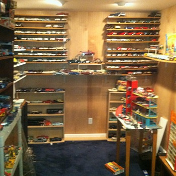 This toy room is where I go to relax,,, - Model Cars