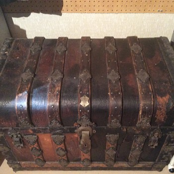 Not sure about this trunk chest - Furniture