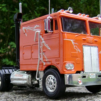 Peterbilt 352 Cabover Model Truck - Model Cars