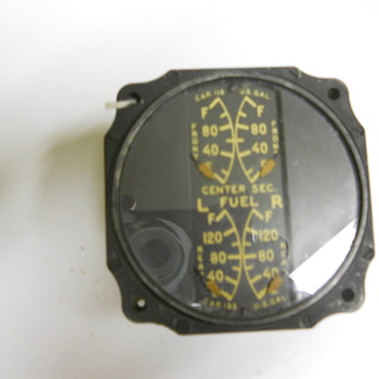 World War II aircraft gauge with radium dial - Military and Wartime