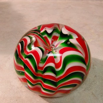 CHRISTMAS PAPERWEIGHT - Art Glass
