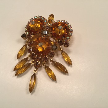 D & E TOPAZ MARGARITA BROOCH - Costume Jewelry