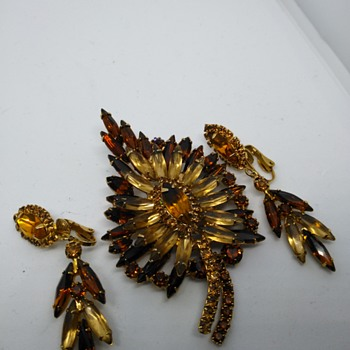 Vintage brooch and earrings - Costume Jewelry