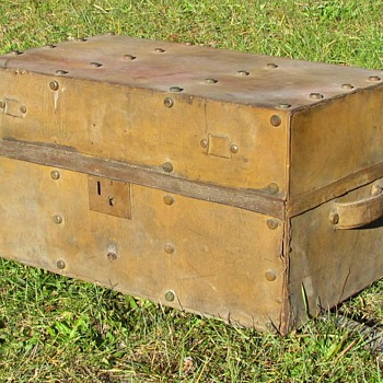 "1840's - 1850's  Rare style 26"" Leather Stagecoach Trunk  - Furniture"