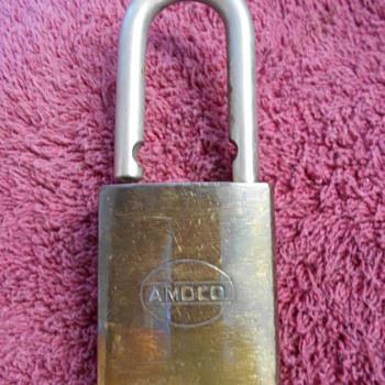 Amoco padlock - Petroliana