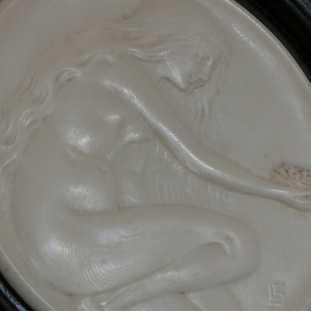 ebony and ivory lidded box? - Art Nouveau
