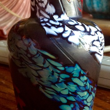 Small Jon Offutt Art Glass hand-blown vase.