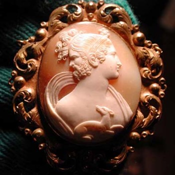 Very rare cameo of man and women with deer - Victorian Era