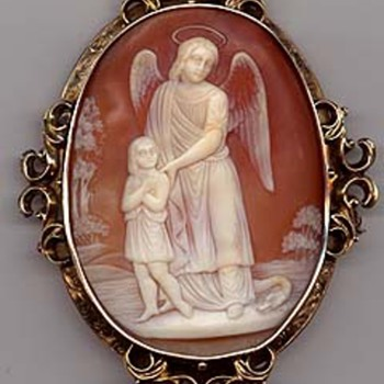 Fine museum quality carved guardian angel cameo - Victorian Era