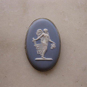 Wedgwood blue & white jasperware brooch - Fine Jewelry