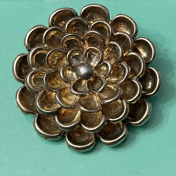 Silver flower brooch marked Tiffany - Fine Jewelry