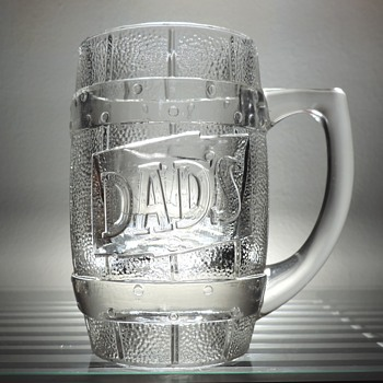 Vintage Embossed Dad's Root Beer Glass Drinking Mug Cup Collectible Barrel 1960's Cafe Restaurant Advertising - Glassware