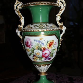 I love the urn/vase - but where does it come from? - Pottery