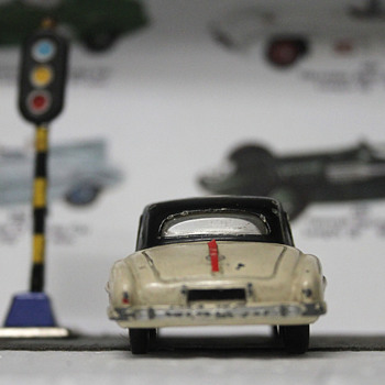 Mercedes SL by Dinky Toys - Model Cars