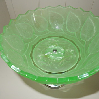 Bagley roses and leaf bowl - Glassware