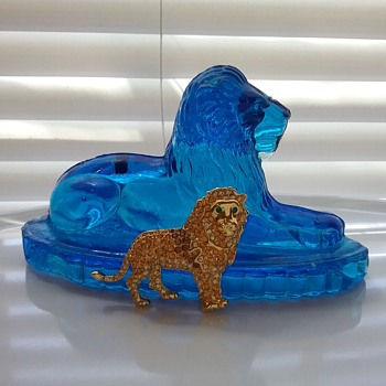 Monet lion brooch,  John Derbyshire glass lion paperweight  - Art Glass