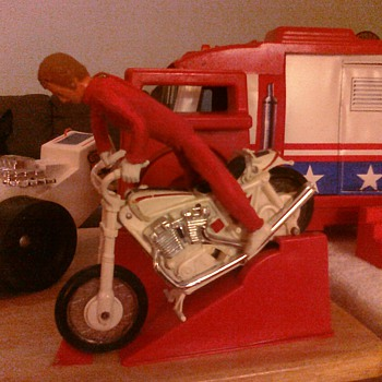Evel Knievel playset really could jump over great distances! - Toys