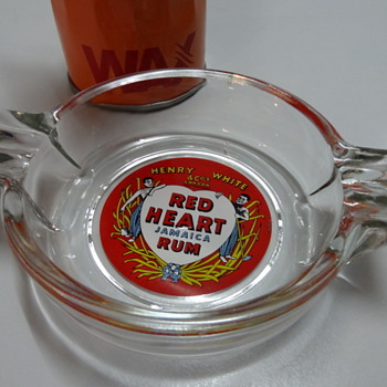 Red Heart Jamaica Rum glass ashtray - Tobacciana