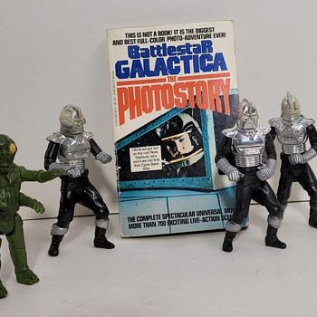 1978 Battlestar Galactica Figures and Book - Toys