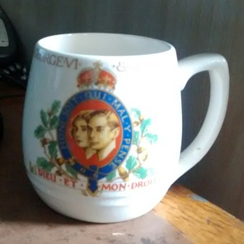 May 1937 The Coronation of King George VI & Queen Eizabeth a china made by the Soho Pottery - China and Dinnerware