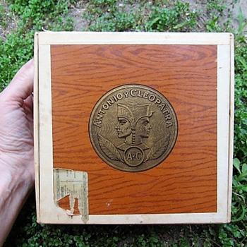 Antonio Y Cleopatra 50 grenadiers N.C.I.W dark cigar box - Tobacciana