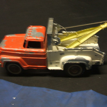 Hubley Toy Wrecker - Model Cars