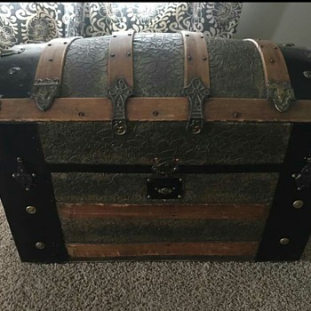 Looking for info on this trunk. - Furniture