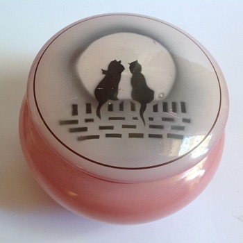 Art Deco pink glazed glass powder bowl with cat decoration - Art Deco