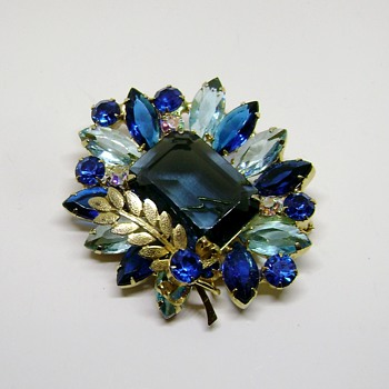 Delizza and Elster Juliana Brooch - Costume Jewelry