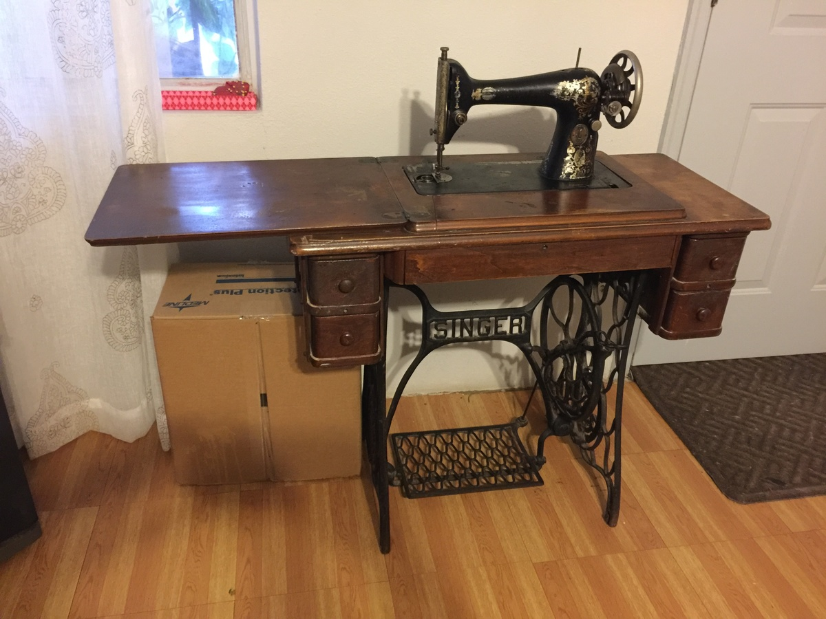 vintage singer sowing machine table collectors weekly. Black Bedroom Furniture Sets. Home Design Ideas