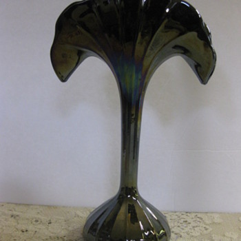 iredescent fan shaped vase - Art Glass